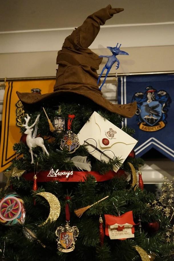 Yeni yıl ağacında Harry Potter konsepti