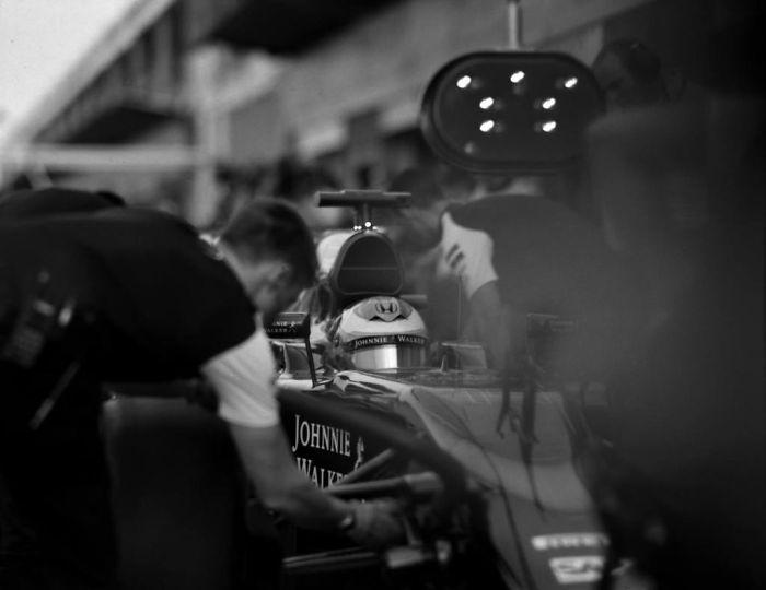 104 yıllık kamerayla Formula 1 çekimi yapmak