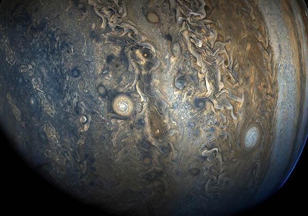 NASA, Jüpiter'in yeni görüntülerini paylaştı