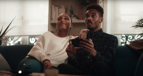 Motorola yeni reklamında Apple ve Samsung'la dalga geçti