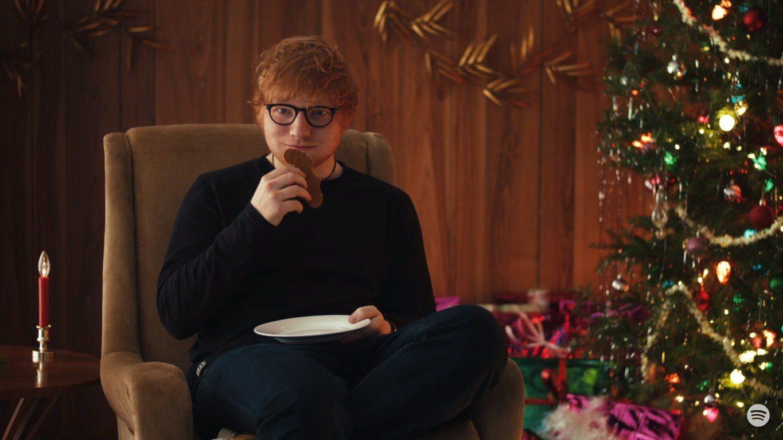 Spotify'ın en çok dinleneni Ed Sheeran, eğlenceli bir Noel reklamında yer aldı