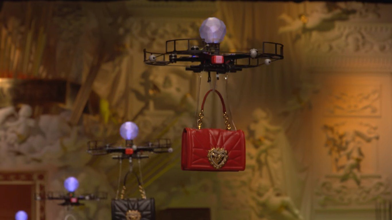 Drone'lar modellerin yerine mi geçti?
