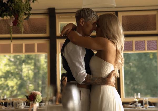 Apple Avustralya eşcinsel evlilikleri kutluyor