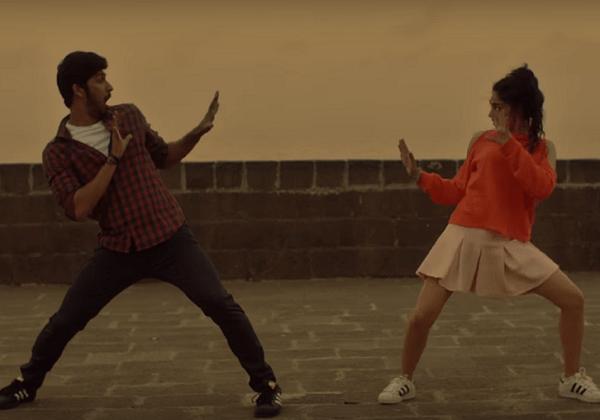 Tinder reklamında Bollywood esintileri