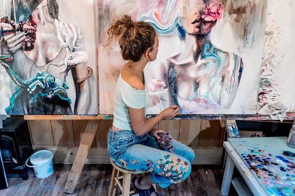 Genç ressam sosyal medyanın gücü ile geçimini sağlıyor