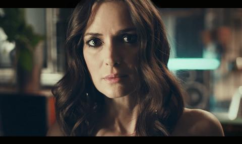 Winona Ryder ve Elizabeth Olsen H&M'in yeni kampanyasında