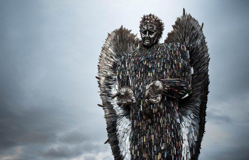 100.000 bıçaktan oluşan melek heykeli
