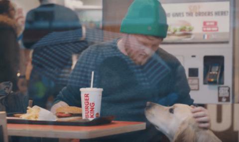 Burger King, Whopper bulması için köpek eğitti