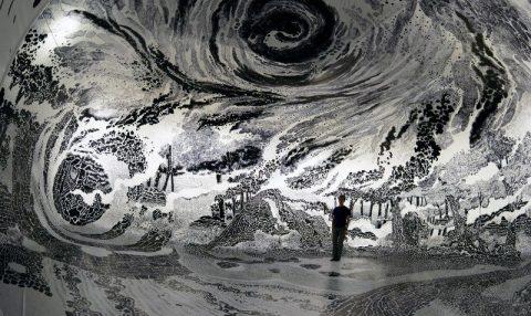 Oscar Oiwa 360 derecelik eseriyle bizi hayal dünyasına davet ediyor
