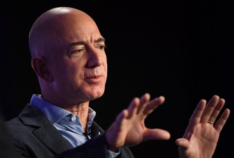 Jeff Bezos ay kolonisi planlarını açıklıyor