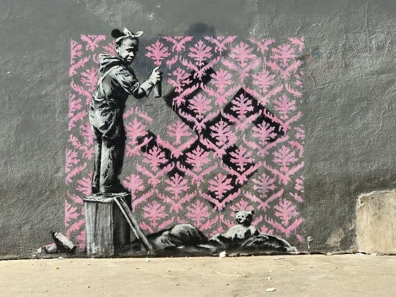 Banksy'nin sanatı ilk defa Paris sokaklarında belirdi