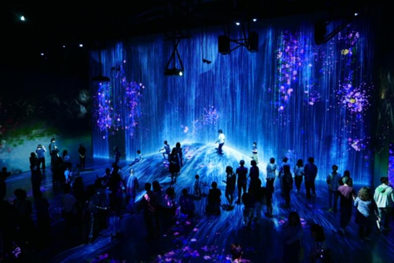 TeamLab Borderless ışık müzesi ile göz kamaştırıyor